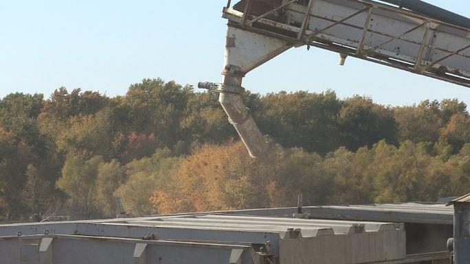 Iowa Loading Grain Close View